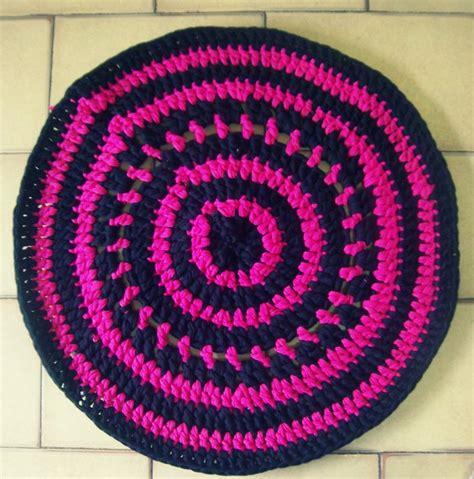rags to rugs by lora alfombra tejida al crochet con totora trapillo crochet