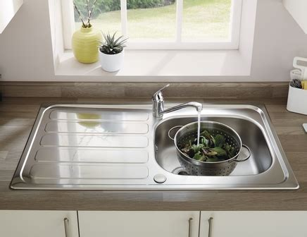 howdens kitchen sinks lamona drayton single bowl sink stainless steel kitchen