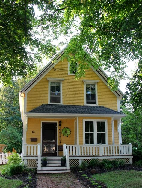 Yellow Cottage by 25 Best Ideas About Yellow Houses On Yellow House Exterior House Shutter Colors