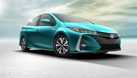 Toyota Prius Hybrid New Toyota Prius To Be Offered With Solar Panels In Japan