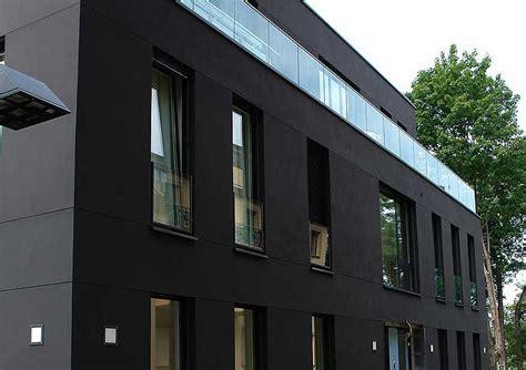 fassadenfarbe schwarz dunkle farbt 246 ne auf wdvs keimfarben