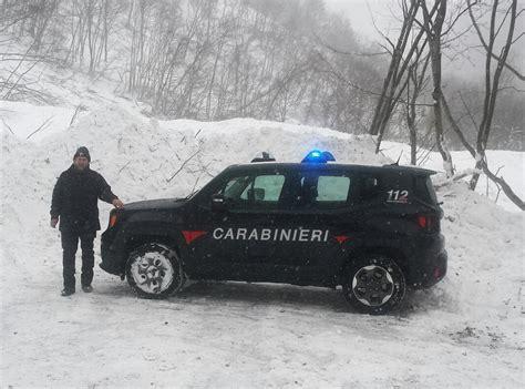 Tenda Forester neve e terremoto slavina a cascia e tende crollate a san