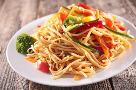 cucina asiatica ricette noodles con verdure la ricetta gustosa della cucina