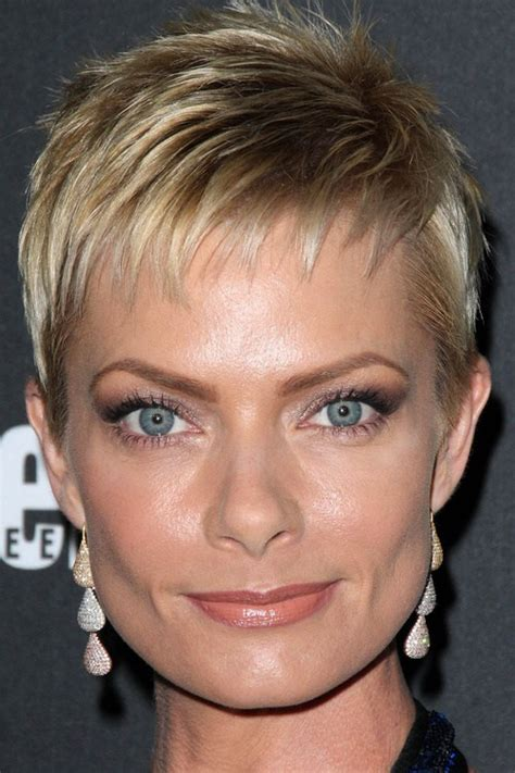 short hairstyles with fringe sideburns pics of hairstyles for women with wispy sideburns short