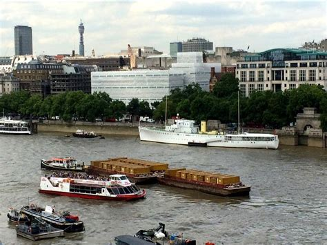 thames river cruise accident city cruises boat crashes into cargo barge on the river