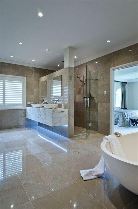 Bien Idee Couleur Petite Salle De Bain #5: salle-de-bain-carrelage-beige-baignoire-blanche-carrelage-beige-dans-la-salle-de-bain.jpg