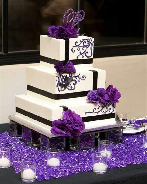 Purple square wedding cake. Jen's Cakes, photo by: Ken