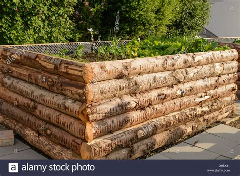 Holzhaus Aus Baumstämmen by Hochbeet Stock Photos Hochbeet Stock Images Alamy