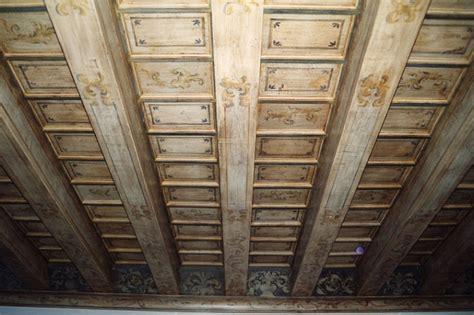 soffitti in legno decorati sols interni di prestigio soffitti dipinti in
