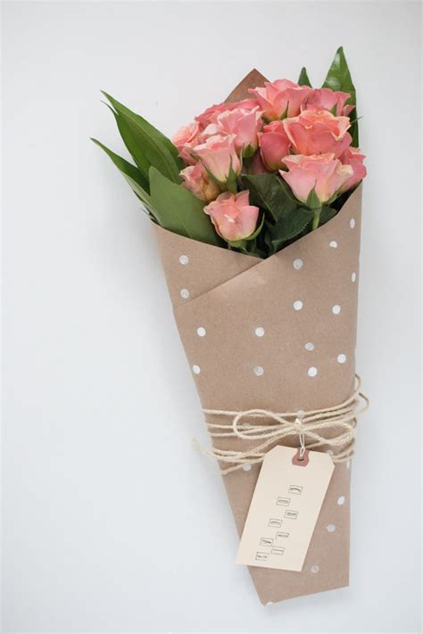 How To Make A Flower Out Of Wrapping Paper - diy kraft paper bouquet