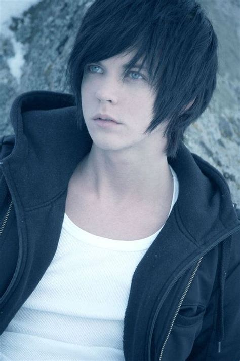 hairstyles similar to emo i know it s a guy in the photo but i was just thinking