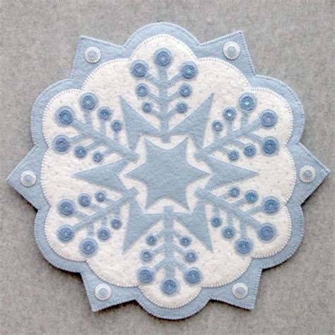 snowflake pattern for applique 392 best candle mats images on pinterest penny rugs