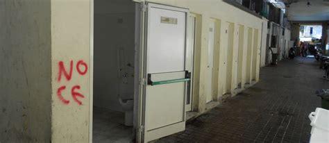 porte bagni pubblici raid vandalico ai bagni pubblici di piazza cavour news