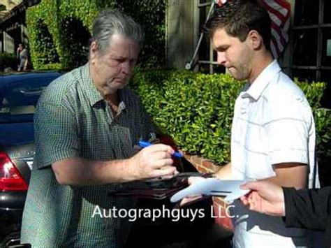 boys brian wilson fan page brian wilson of the boys signing autographs at