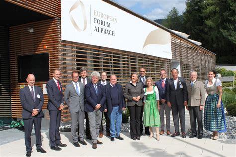 di commercio di incontro delle tre camere al forum di alpbach di