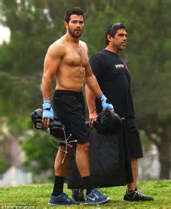 big ripped actors feast your eyes on this shirtless jesse metcalfe shows