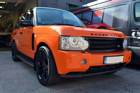 neon orange range rover full wrap in orange on a range rover vogue by reforma uk