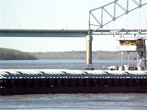 tow boat sinks in memphis towboat lower mississippi river