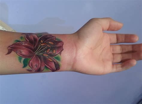 latest wrist tattoo designs 20 flowers tattoos on wrists
