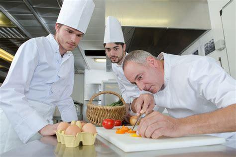 cuochi in cucina cuochi cucina il fatto alimentare