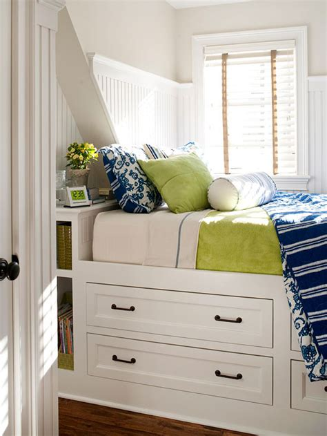 Furniture For Small Bedroom by Easy Solutions To Decorate A Small Space 2013 Storage
