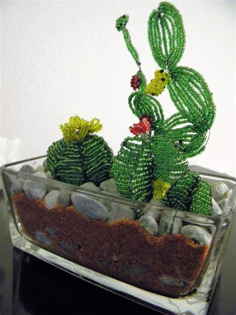 fiori fatti con perline vaso di vetro con piantine di cactus fatti a mano con