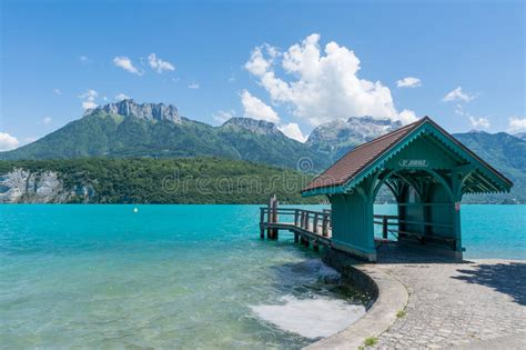 boat service lake annecy waiting house to embark ships to saint joriz at lake