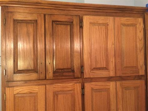 stain oak kitchen cabinets golden oak cabinets enhanced with mahogany gel stain