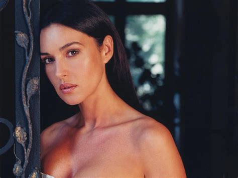 libro monica bellucci di monica bellucci monica bellucci wallpaper and background image 1600x1200 id 342262