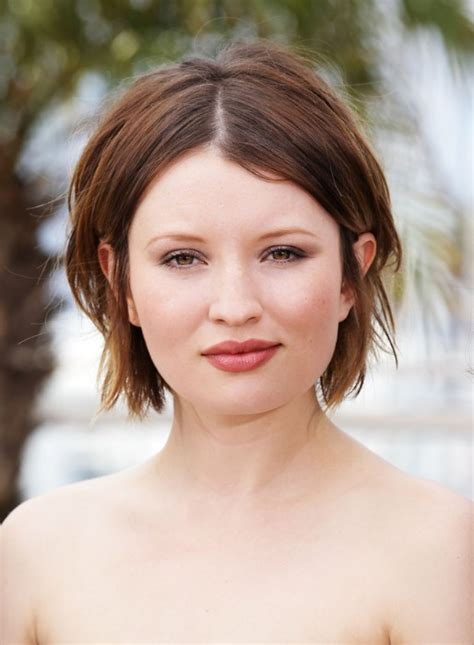 short bob centre part emily browning center parted hairstyle hairstyles weekly