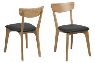 lot de 2 chaises contemporaines en chene massif hellin