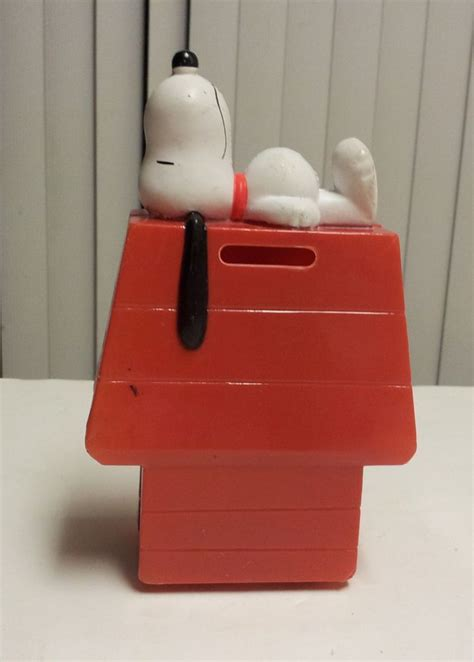 snoopy on dog house best 25 snoopy dog house ideas on pinterest snoopy birthday decorations puppy