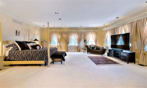 regina george bedroom regina george s mean girls mansion is for sale and we want it