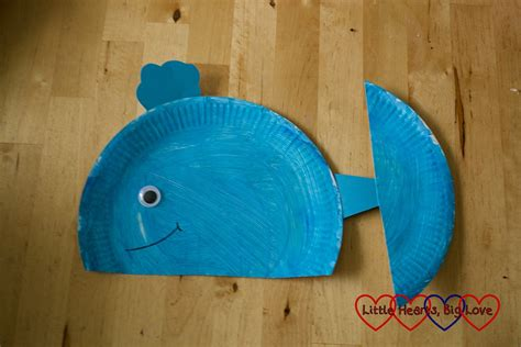 Paper Plate Whale Craft - sea themed crafts for preschoolers hearts big
