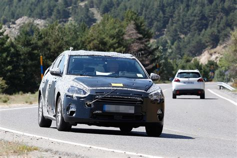 cars like ford focus hatchback new ford focus hatchback spied in spain engineers are