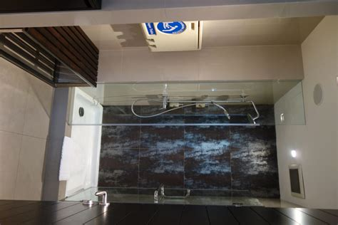 Suvarnabhumi Airport Shower by Bangkok Airport Lounges With Shower