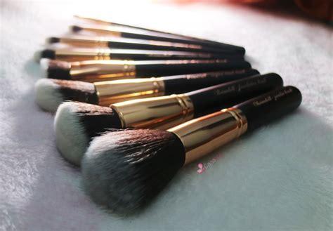 Eyeshadow Kit Lokal sudah tahu makeup brush kece dari brand lokal ini