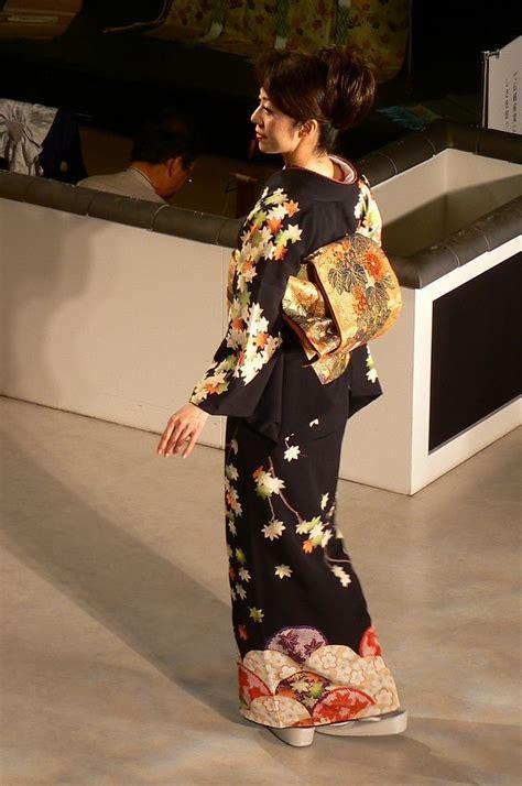 Kimono Leaf Pattern | maple leaf pattern black kimono kimono chic pinterest