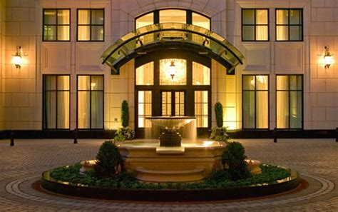 best places to stay in chicago chicago hotel claims top spot in tripadvisor users best