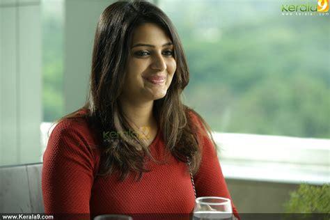 actress divya gopinath ayal njanalla malayalam movie stills ayal njanalla