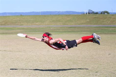 layout ultimate ultimate frisbee player doing a layout photoshopbattles