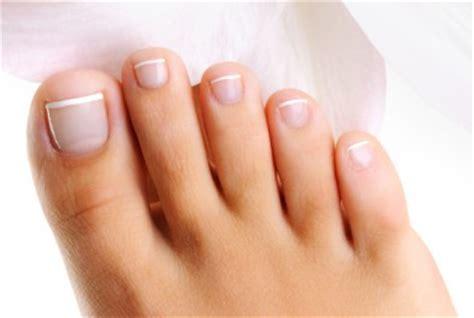 prenez vous soin de vos ongles de pieds ? confidentielles