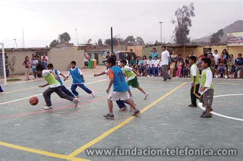 imagenes niños jugando basquetbol voluntarios telef 243 nica construyeron parque recreacional