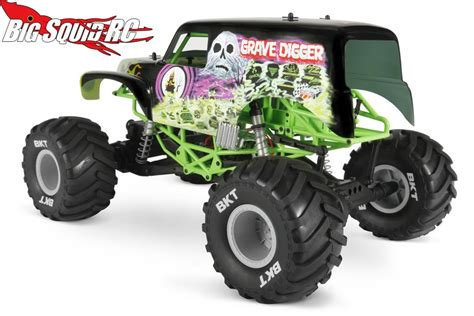 rc grave digger monster truck everybody s scalin all about the smt10 171 big squid rc
