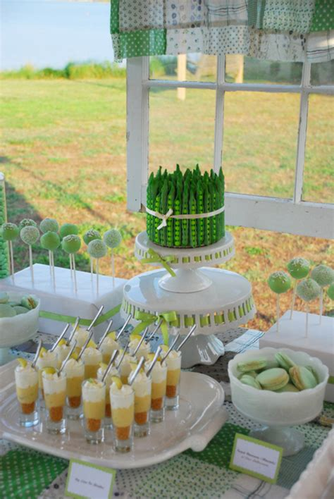 lime green table l green summer dessert table pea pod cakecentral com