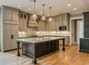 Large Kitchen Cabinets by Best 25 Large Kitchen Island Ideas On Pinterest