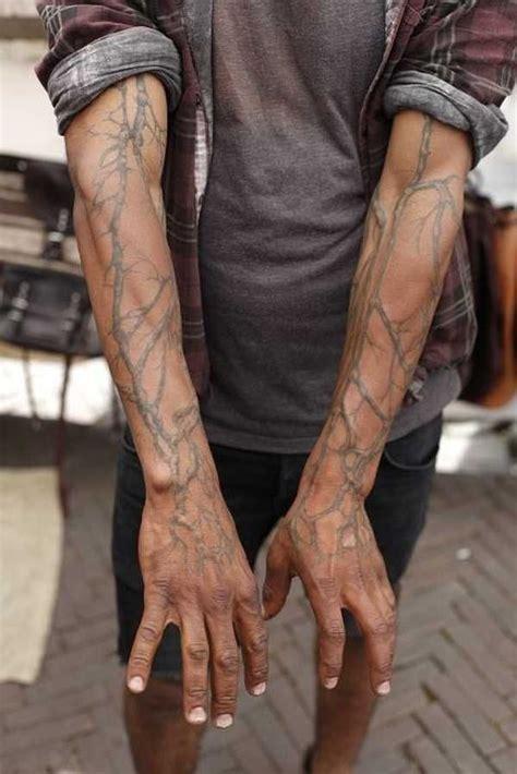 hand tattoo veins die besten 17 ideen zu m 228 nner armtattoos auf pinterest