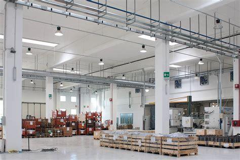 illuminazione capannoni industriali efficientamento energetico nell industria crea luce led