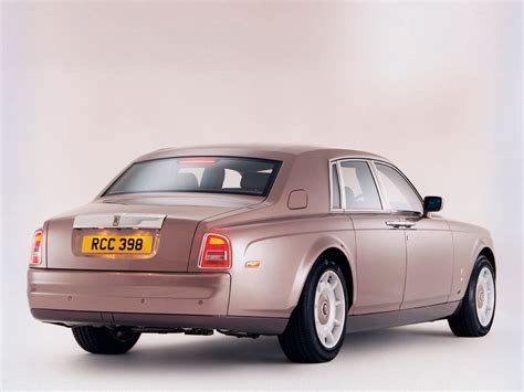 rolls royce phantom rear 2004 rolls royce phantom rear angle 1152x864 wallpaper