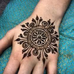 henna tattoo how to use best 25 henna mandala ideas on mandala design